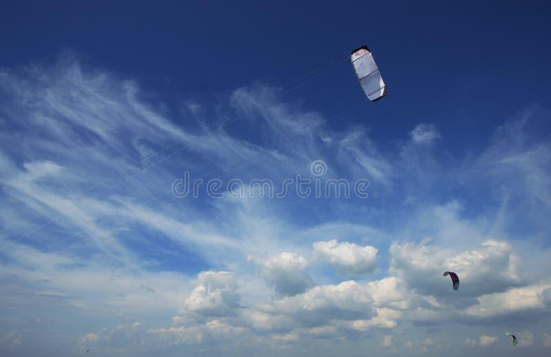 蓝色风筝天空 免版税库存图片