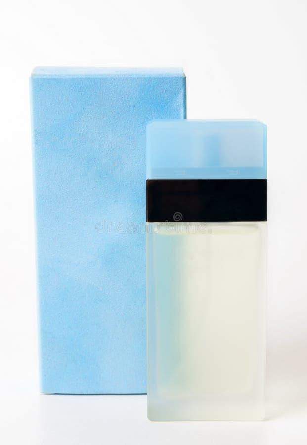 蓝色香水瓶特写镜头 库存图片