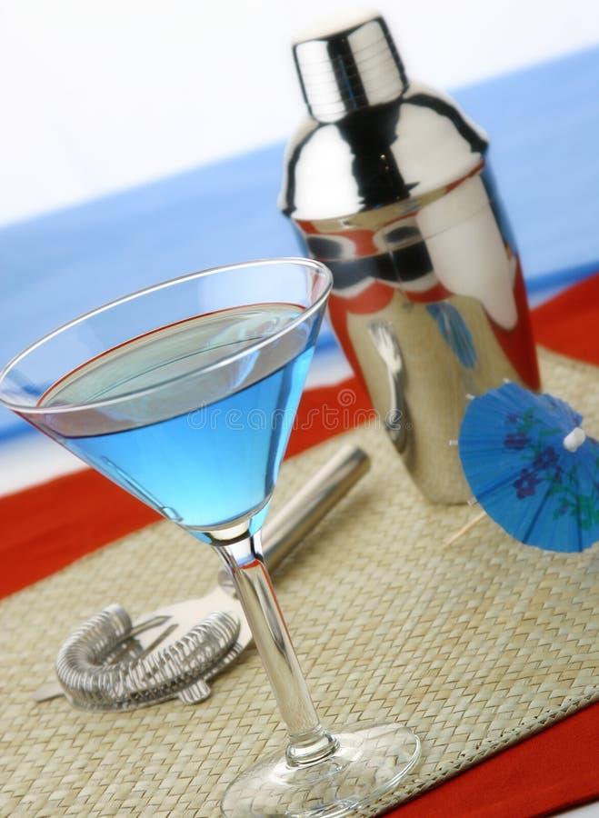 蓝色马蒂尼鸡尾酒 库存图片