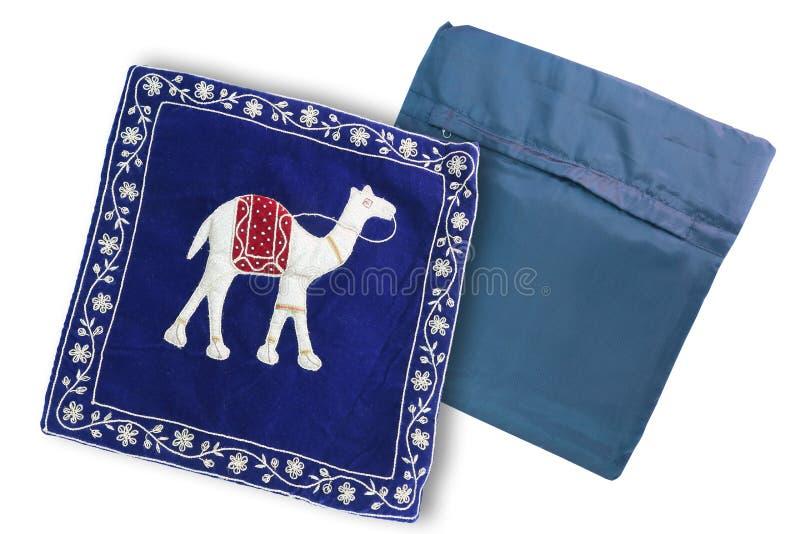 蓝色骆驼印刷品坐垫盖子 库存图片