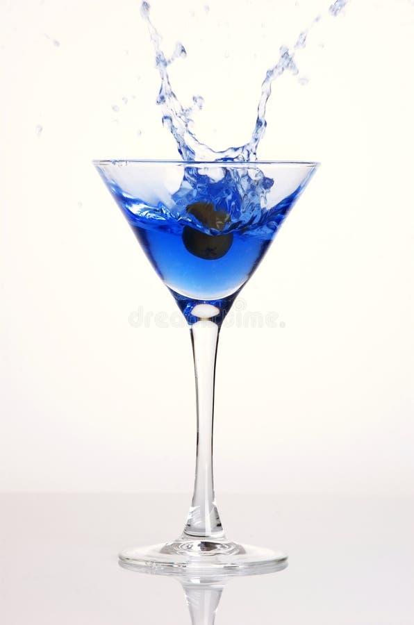 蓝色鸡尾酒飞溅 免版税库存图片