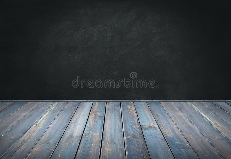 蓝色绘了木桌有黑暗的墙壁背景 免版税库存图片