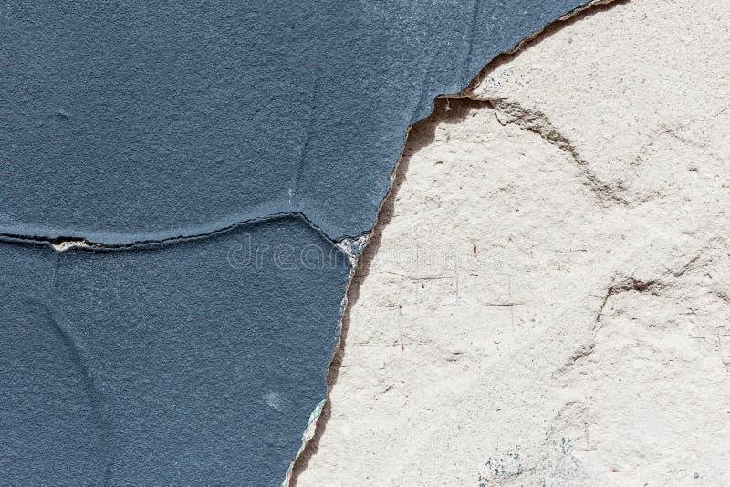 蓝色破旧的难看的东西墙壁 库存图片