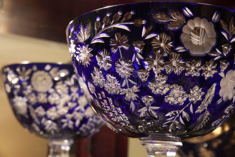 蓝色水晶碗 免版税图库摄影