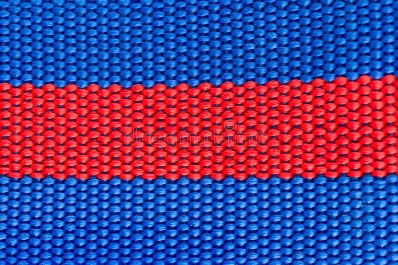蓝色&红色被编织的鞔具关闭作为背景和纹理 库存图片