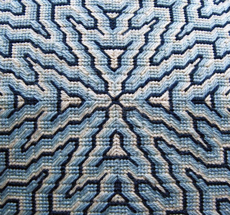 蓝色Bargello针尖枕头细节 免版税库存图片