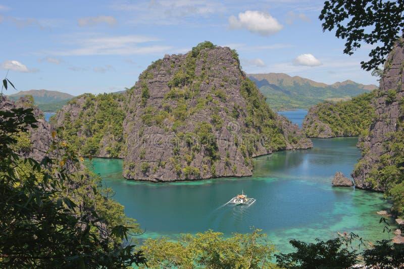 蓝色coron kayangan盐水湖湖菲律宾 免版税库存照片