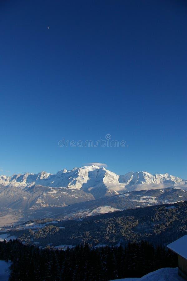 蓝色montain天空 免版税库存图片