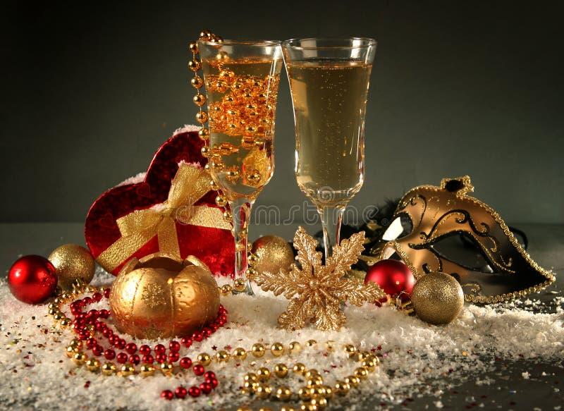 Download 蓝色xmas 库存图片. 图片 包括有 圣诞节, 礼品, 火焰, 装饰, 蜡烛, 典雅, 冬天, 晚上, 葡萄酒杯 - 22350495