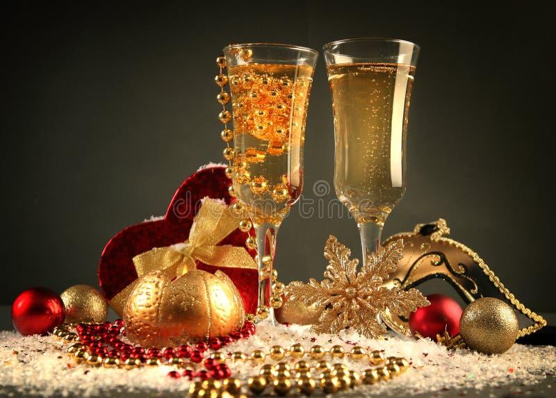 Download 蓝色xmas 库存照片. 图片 包括有 典雅, 红色, 对象, 晚上, 葡萄酒杯, 夜间, 当事人, 火焰 - 22350552