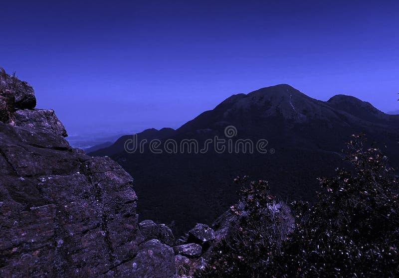 蓝色yinping的小山早晨 库存图片