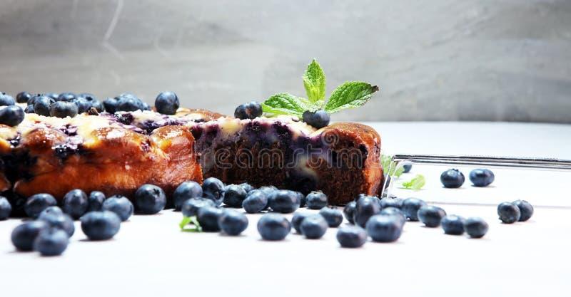 蓝草莓饼或自创柠檬杯形蛋糕用蓝莓 Delico 免版税库存图片
