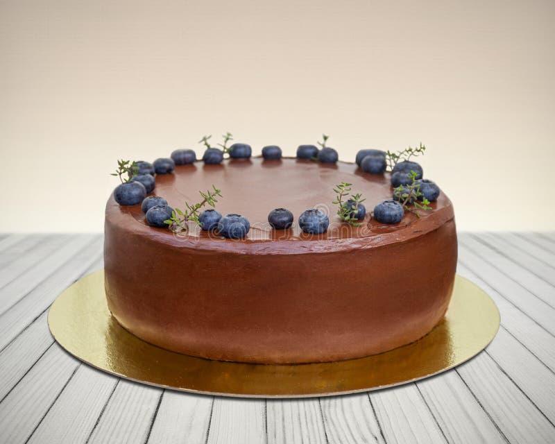 蓝莓巧克力蛋糕 免版税库存照片
