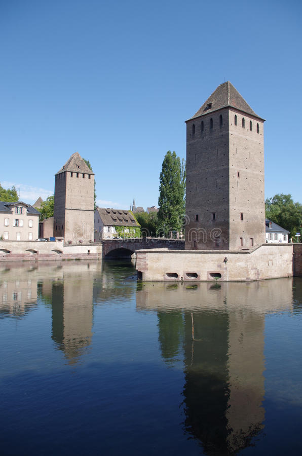 Download 蓬兹Couverts塔 法国史特拉斯堡 库存图片. 图片 包括有 风景, 水池的, 有历史, 布琼布拉, 著名 - 59112671