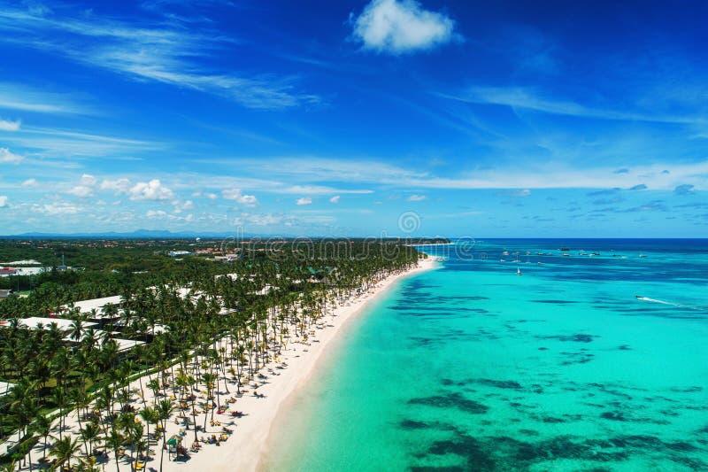蓬塔Cana海滩胜地,多米尼加共和国鸟瞰图  异乎寻常的海岛在加勒比海 图库摄影