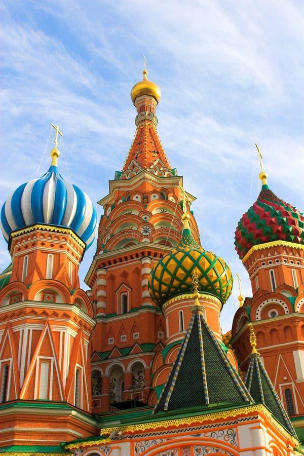 Download 蓬蒿大教堂红色s方形st 库存图片. 图片 包括有 云彩, 欧洲, 上色, 金子, 顽皮地, 纪念碑, 地标 - 3653411