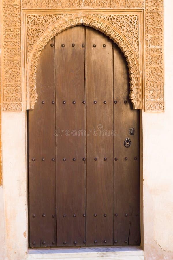 蔓藤花纹门道入口在阿尔罕布拉宫宫殿 免版税库存照片