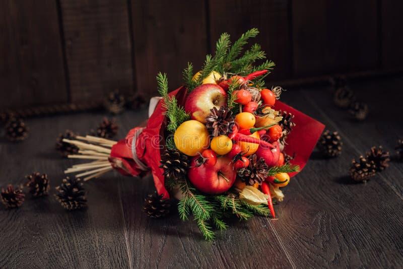 蔬菜和水果原始的花束  免版税库存图片