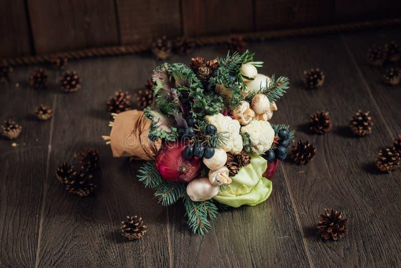 蔬菜和水果原始的花束  库存图片