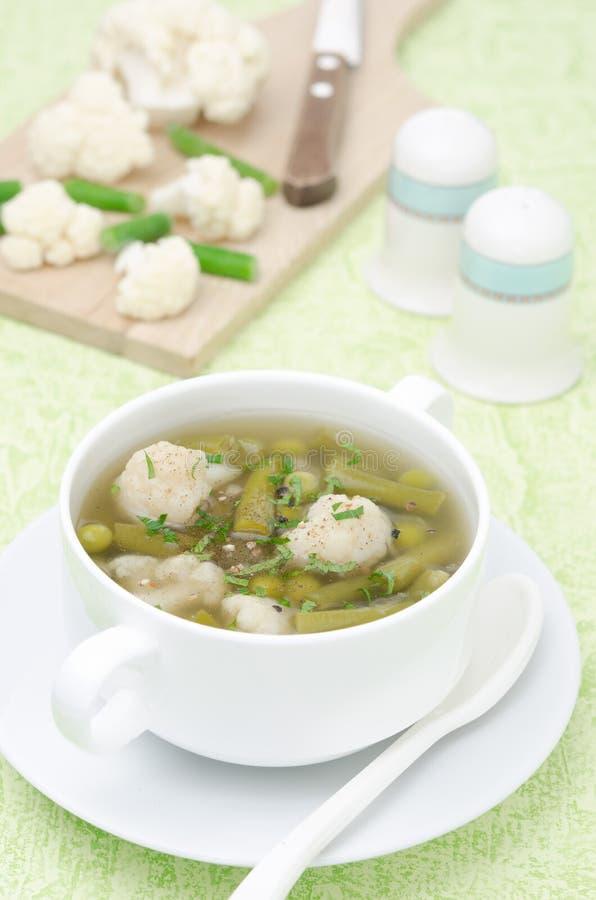 Download 蔬菜汤用花椰菜和青豆 库存照片. 图片 包括有 膳食, 妓院, 苹果酱, 美食, 季节性, 新鲜, 弯脚的 - 30334382