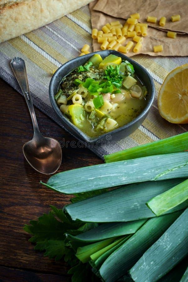 蔬菜通心粉汤Soupe澳大利亚Pistou 免版税图库摄影