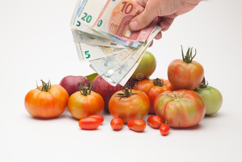 蕃茄、果子和它的价格在市场上 免版税图库摄影