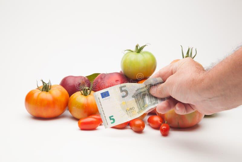 蕃茄、果子和它的价格在市场上 图库摄影