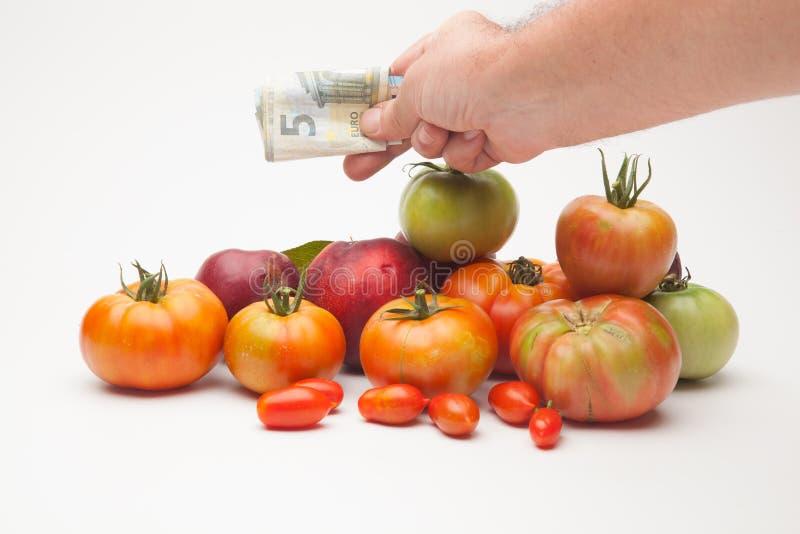 蕃茄、果子和它的价格在市场上 免版税库存图片