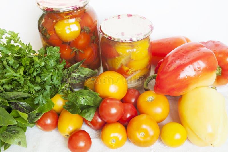 蕃茄、绿色、胡椒和保护 库存照片