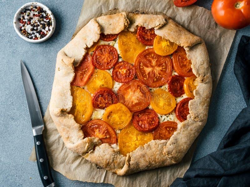 蕃茄和乳酪馅饼或者galette 免版税库存照片