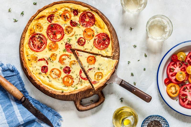 蕃茄和麝香草馅饼 免版税库存照片