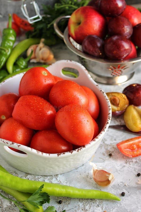 蕃茄,菜,静物画白色背景 图库摄影
