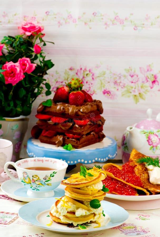 薄煎饼、俄式薄煎饼和奶蛋烘饼 免版税库存照片