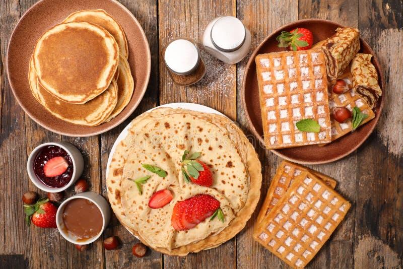 薄煎饼、绉纱和奶蛋烘饼 免版税图库摄影