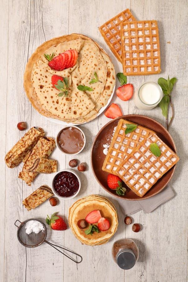 薄煎饼、绉纱和奶蛋烘饼 免版税库存图片