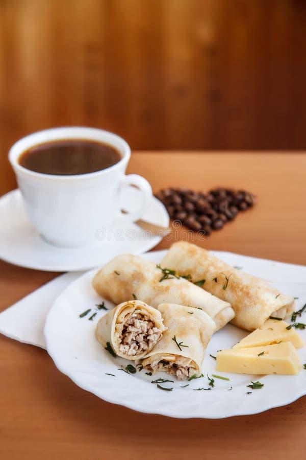 薄煎饼和咖啡的构成 图库摄影