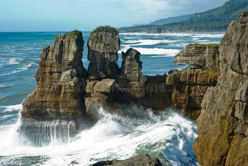 薄煎饼在西部海岸的岩石峡谷在新西兰 库存照片