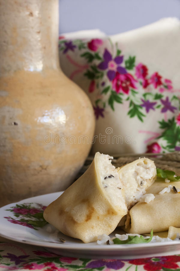 薄煎饼用印度大米、水菰和鸡 免版税图库摄影