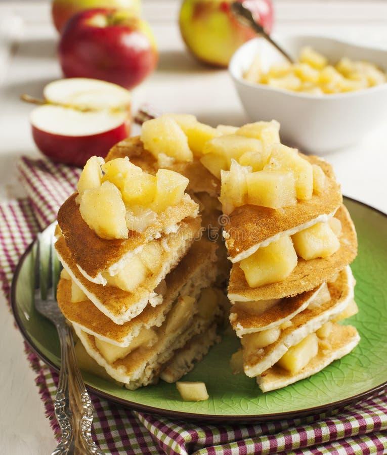 薄煎饼用苹果酱 库存图片