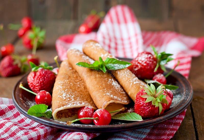 薄煎饼用莓果 免版税库存图片
