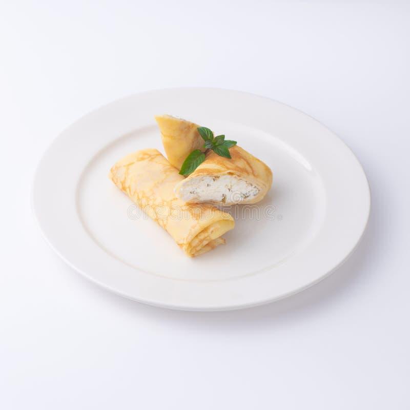 薄煎饼用酸奶干酪和莓果 免版税库存照片