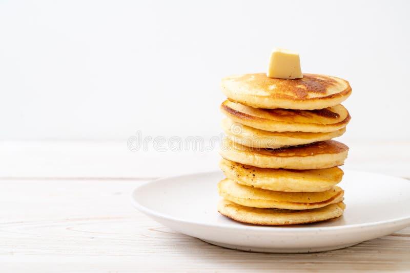 薄煎饼用黄油和蜂蜜 免版税库存图片