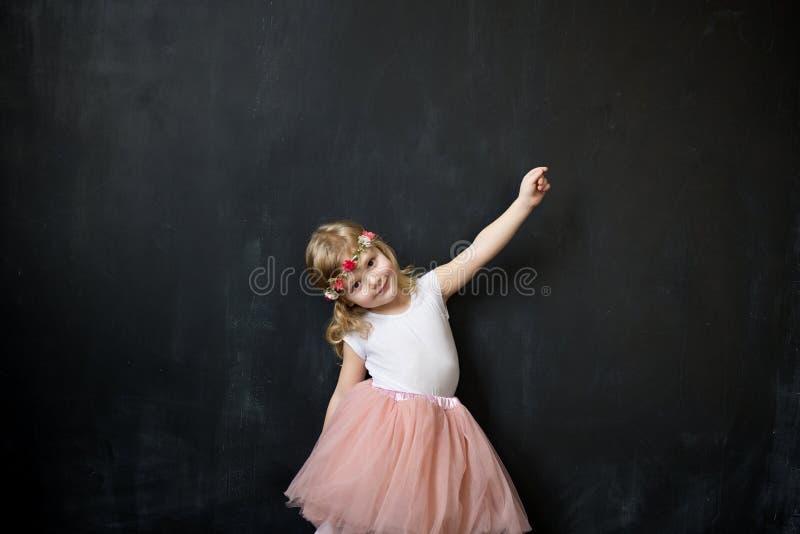 薄纱裙子的美丽的女孩 库存照片
