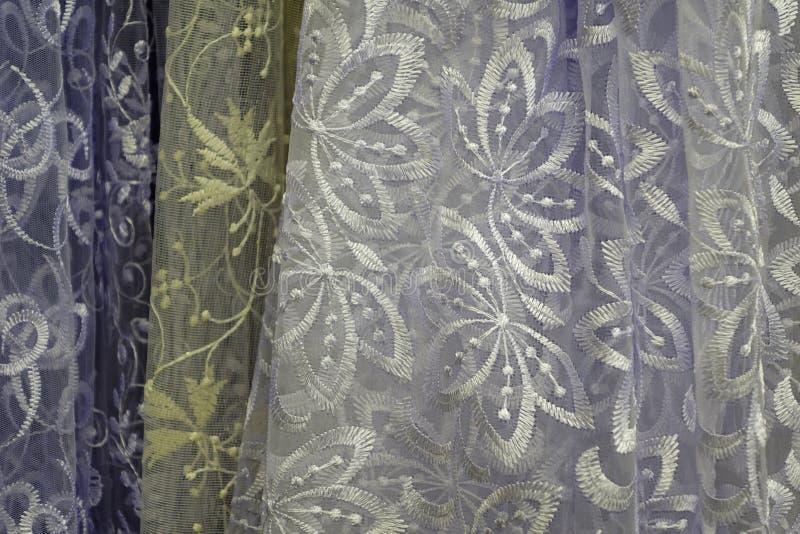 薄纱透明织品 它为窗口使用 背景 白色,黄色 免版税库存照片