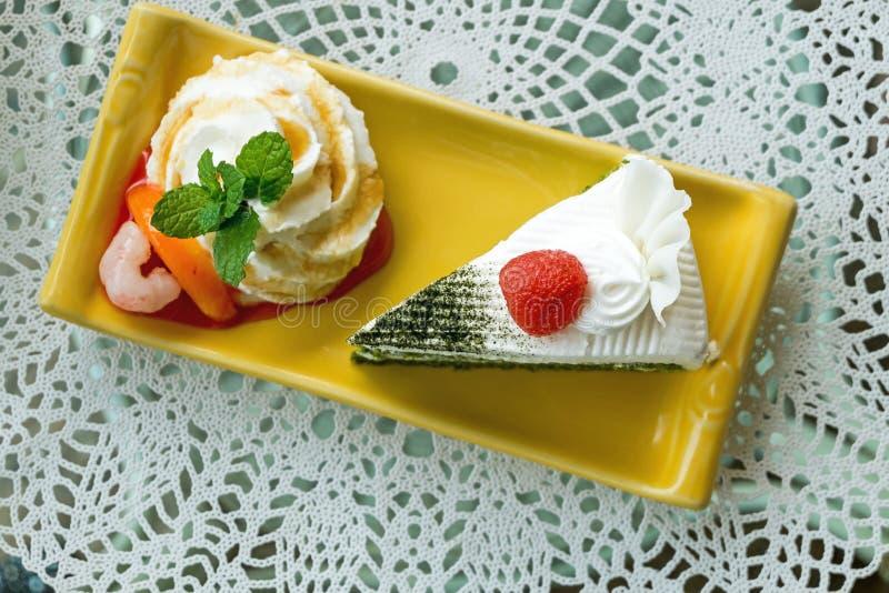 薄荷和绿茶蛋糕 免版税库存照片