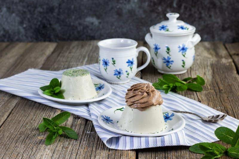 薄荷甜的巧克力奶油卷心 免版税库存照片