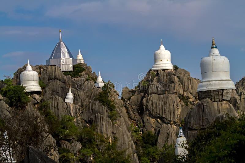 薄雾令人惊讶的泰国海在Wat Prajomklao Rachanusorn Wat Phrabat Pu Pha Daeng,南邦府,泰国的 图库摄影
