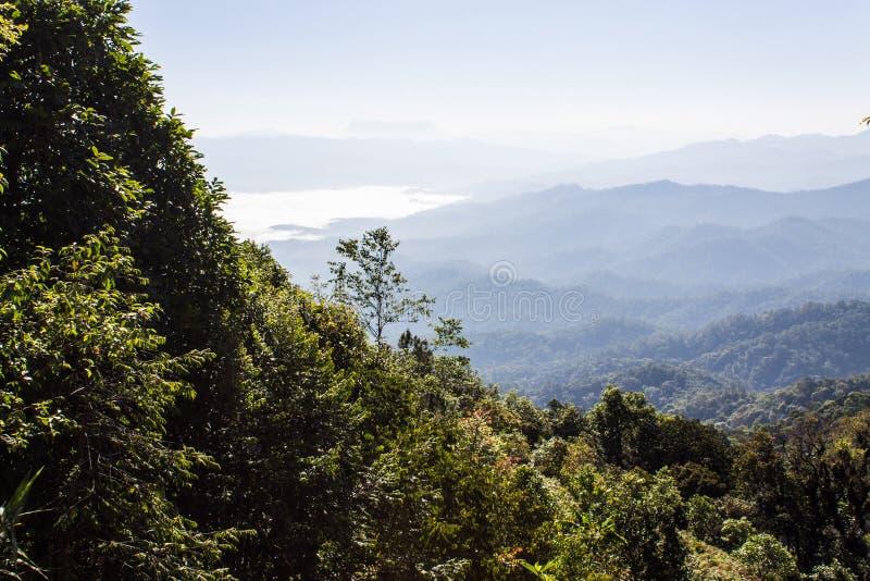 薄雾海与土井Luang城镇Dao,看法形式土井水坝的在Wianghaeng 图库摄影