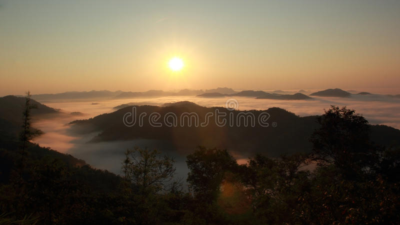 Download 薄雾海运 库存图片. 图片 包括有 视图, 季节, 早晨, 蓝色, 五颜六色, 降低, 泰国, beautifuler - 62532511