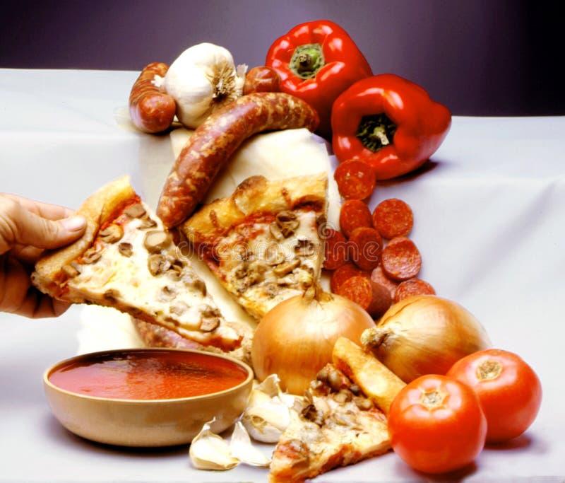 Download 薄饼 库存照片. 图片 包括有 蔬菜, 薄饼, 食物, 成份, 用餐, 香肠, 意大利语, 准备, 胡椒, 食谱 - 64968